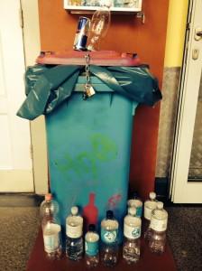 H9O Tonne mit Flaschen