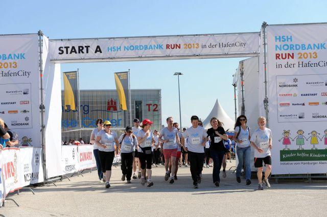 Start frei! 4 Kilometer für den guten Zweck liegen vor uns.