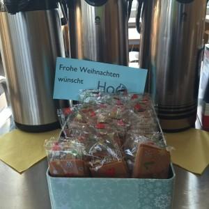 Auch auf der Lehrerkonferenz kommen die Kekse gut an.